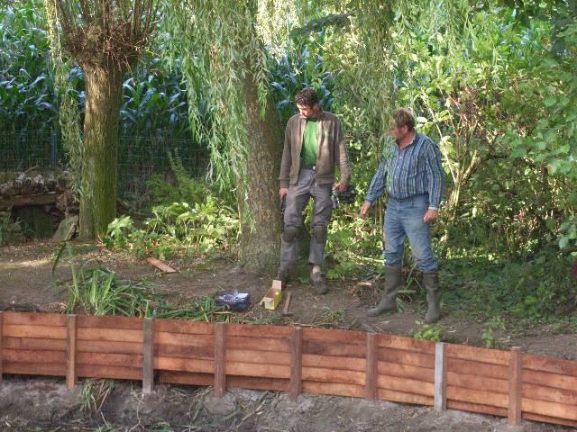 Houten afsluitingen houten afsluiting for Vijver afwerking hout
